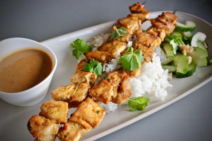 kylling satay med thai agurksalat nærbilde