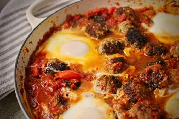 tagine med kjøttboller, aubergine og egg 3