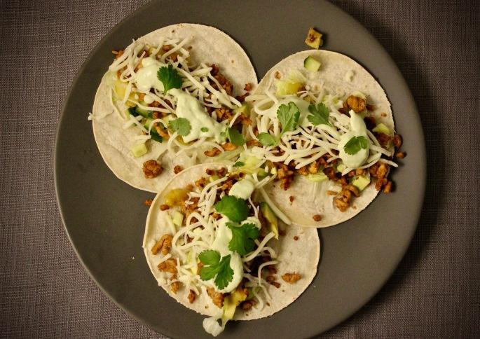 taco med svinekjøttdeig og ananassalsa