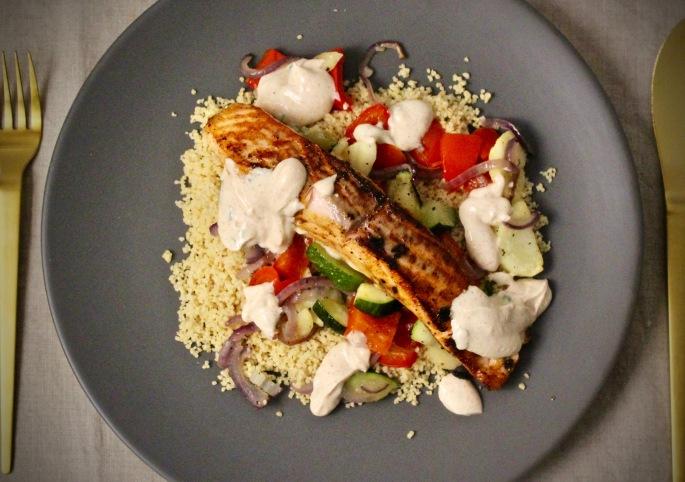 laks med harissa, grønnsaker og couscous