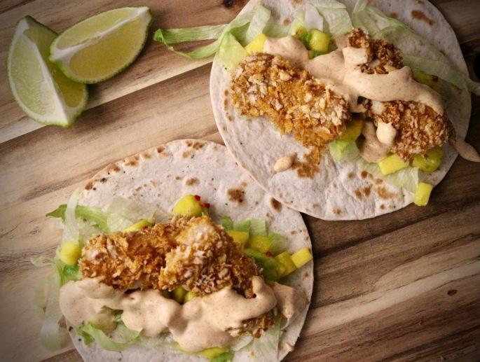 sprø fisketaco med mangosalsa og chipotlesaus