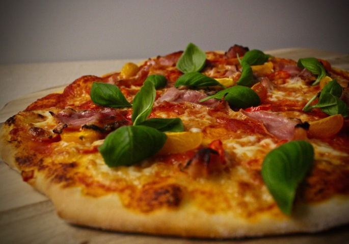 pizza med porchetta, chili og cherrytomater 2